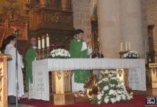 Photo of El sacerdote Don Luis Fuentes Fernández ofrece una misa en su pueblo natal