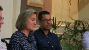 Cristina Martínez emocionada junto a su marido