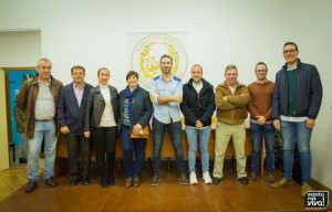 Foto con la Directiva y representantes del Ayuntamiento