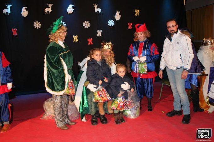 Los pequeños disfrutaron con los Reyes Magos y su Pajes
