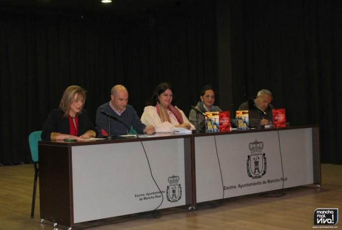 Elena Martínez presentando el acto