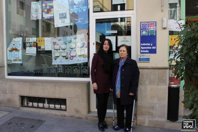 La dueña Isabel Vargas con la administradora Maribel García