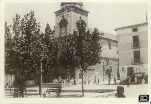 Iglesia y Plaza en 1923