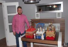 Photo of David Tello, un cofrade de tronos de Semana Santa en miniatura