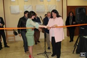 Corte de la cinta con la autora y la Alcaldesa