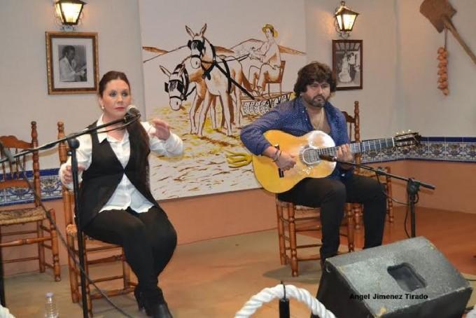 La YIYA al cante acompañada a la guitara por Antonio García