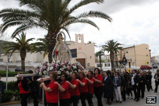 """Los Cofrades llevan a hombros a la """"Morenita"""""""