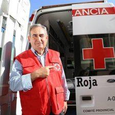 Junto a una de las 8 ambulancias de las que disponen en la provincia