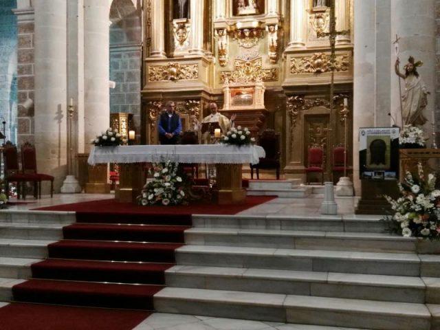 Don Mariano Peralta oficiando la Misa de su 24 aniversario