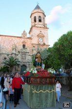 San Isidro junto a la Iglesia