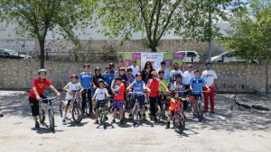La Alcaldesa y los Concejales con los niños