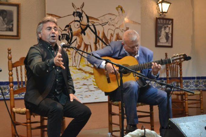 Al cante Niño Jorge acompañado a la guitarra por Antonio Gómez