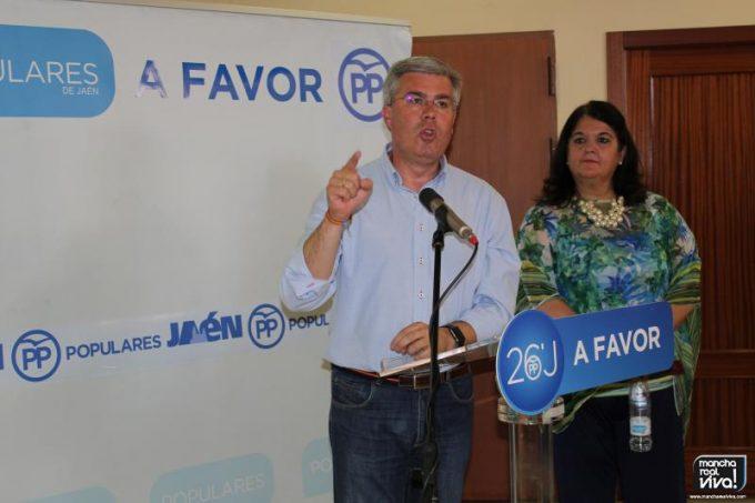 Jose Enrique Fernández de Moya se dirige a los presentes