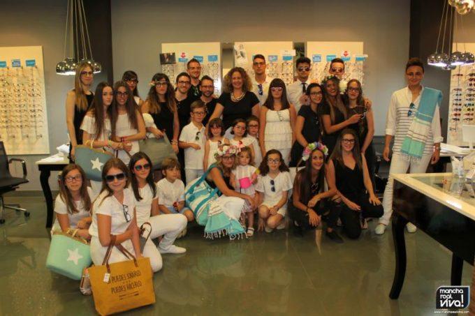 Grupo protagonista del desfile en Eurovisión Opticos.