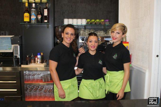 Maite, Ana y Franma atienden a diario a los clientes