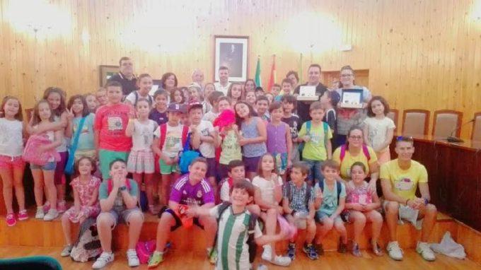 Entrega de premios con los niños de la escuela de verano