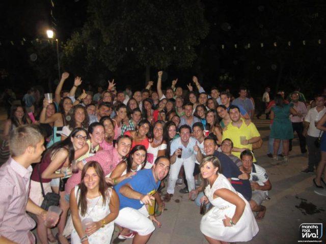 Grupo de amigos en la Verbena 2012