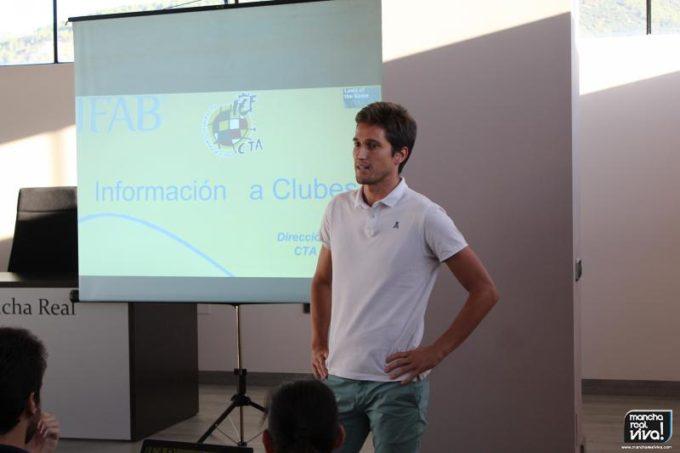 José Luis Munuera durante su charla