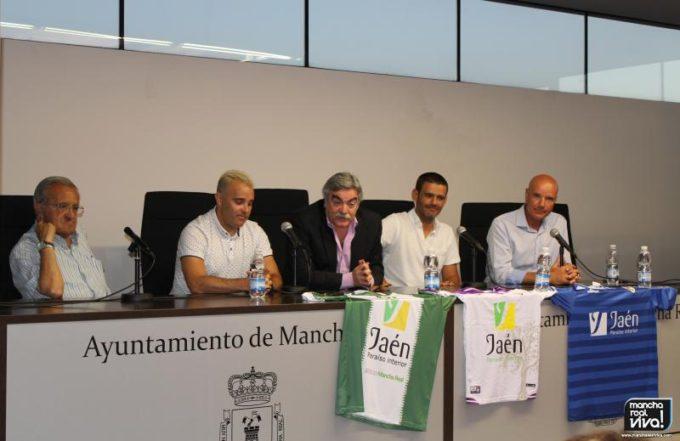 Antonio Oliver con José Luis Quero y los tres técnicos provinciales