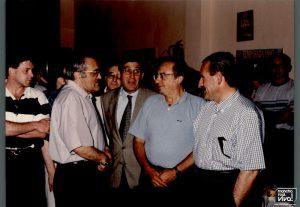 El presidente y directivos con el visitante
