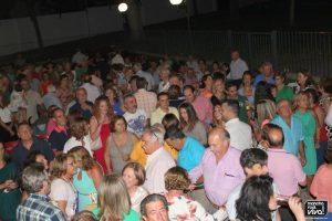 El público bailó al ritmo de los 60, 70 y 80
