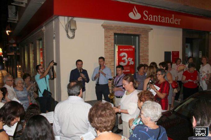 """La Monidura congregó a decenas de personas con las típicas """"coplillas"""""""