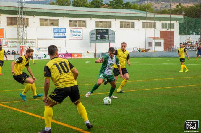 Airam marcó el gol local, le vemos rodeado de contrarios
