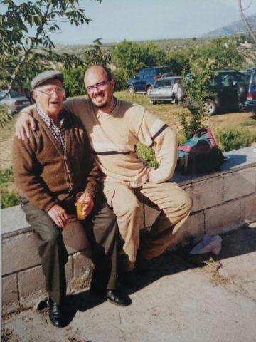 Antonio con su abuelo Juan en una de sus visitas