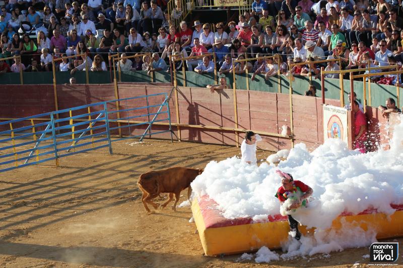 Carreras y revolcones con las vaquillas