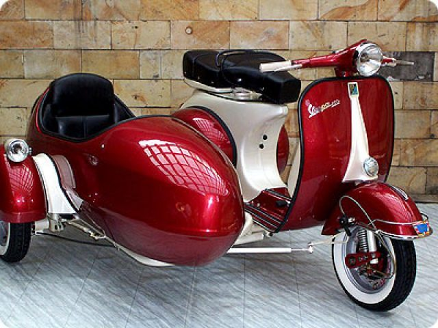 Vespa con Sidecar