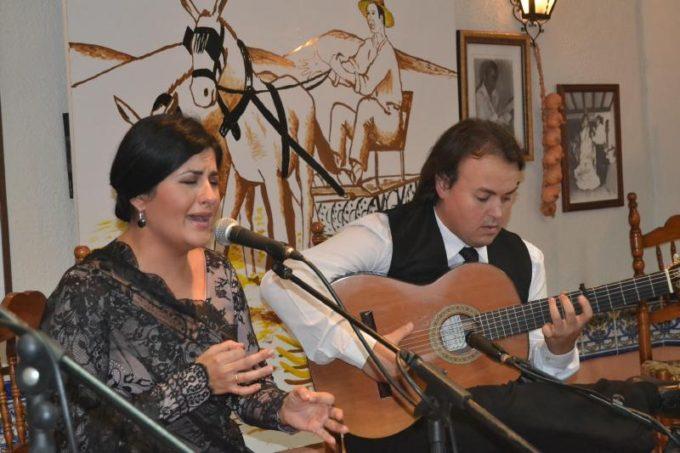 La cantaora Lucia Leiva y el guitarrista David Navarro