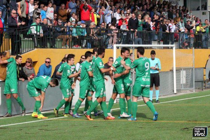 Los verdes festejan el primer gol de Airam