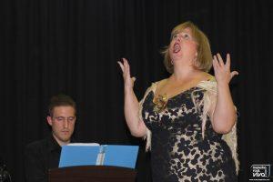 Gran voz de la profesora de canto Alfonsi Marin