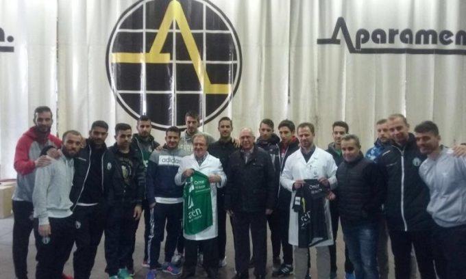La plantilla verde junto a los empresarios de Andel