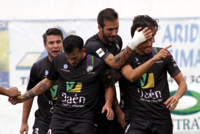 Los jugadores del At. Mancha Real festejando una de los goles