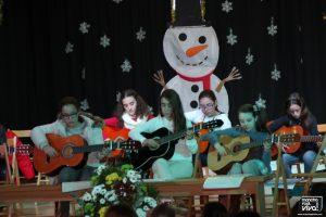 Las alumnas de guitarra en su actuación