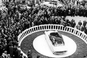 Presentación en el Salón de Paris 5-10-1956