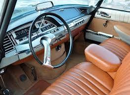 En el interior destacaba el volante monobrazo