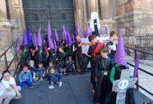 Photo of Salida en procesión de los «Peques de Sebi» en una actividad para niños de Miércoles Santo