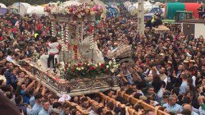 Miles de peregrinos en la procesión