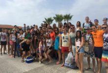 Photo of Medio centenar de jóvenes mancharrealeños disfrutan de las playas de Salobreña