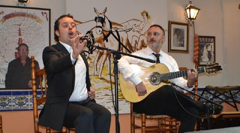 Photo of Antonio Ortega y Pepe González «el frances» demuestran su arte en la Peña Flamenca EL TRILLO