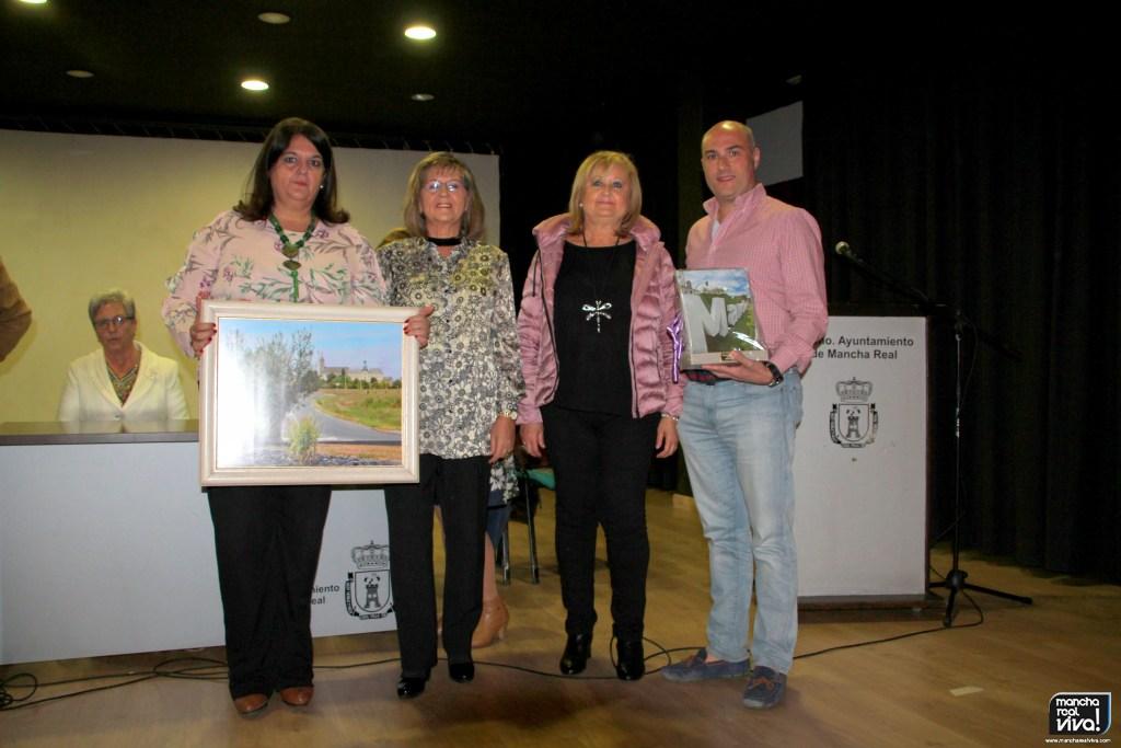Photo of El Comité de Hermanamiento de Mancha Real con Saint Georges sur Loire hace entrega de los regalos recibidos