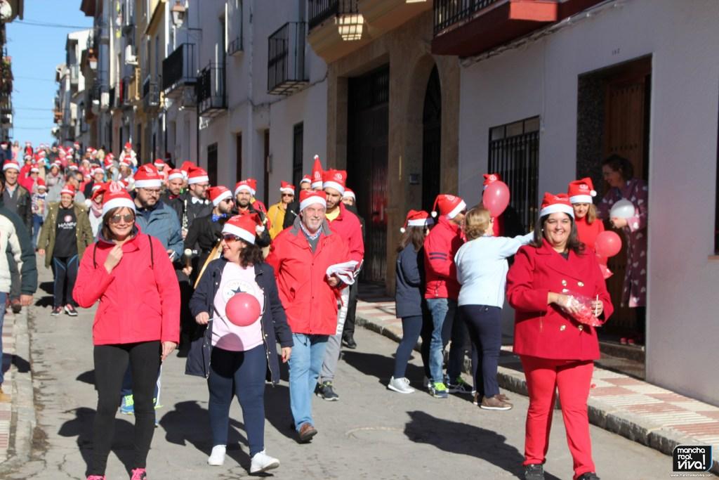 Photo of La I Marcha Popular Papá Noel llenó las calles de gorritos solidarios en Nochebuena