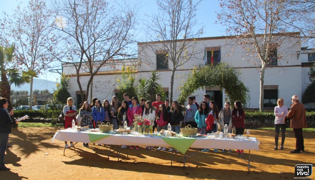 Photo of Los alumnos de intercambio del IES Sierra Mágina visitan la Almazara Cruz Esteban