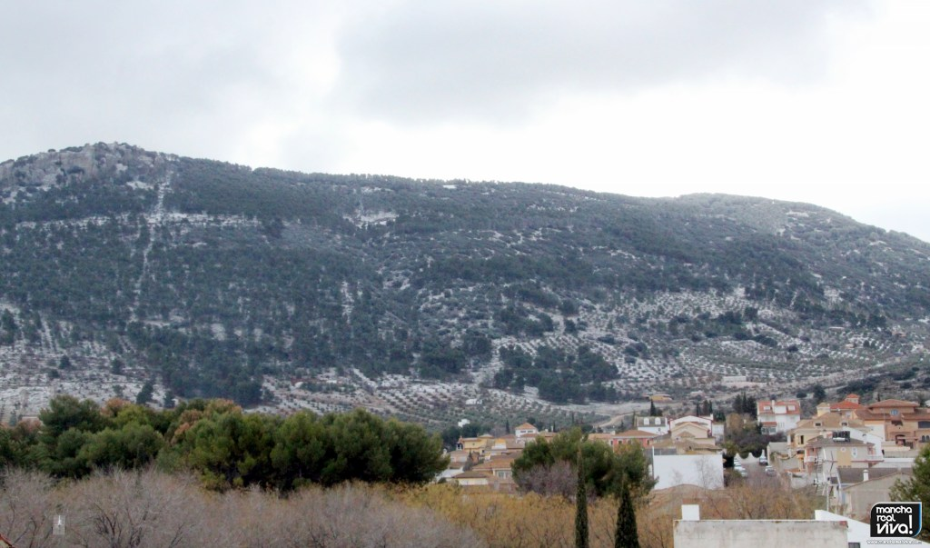 Photo of La nieve visita nuevamente Mancha Real pero de una forma leve