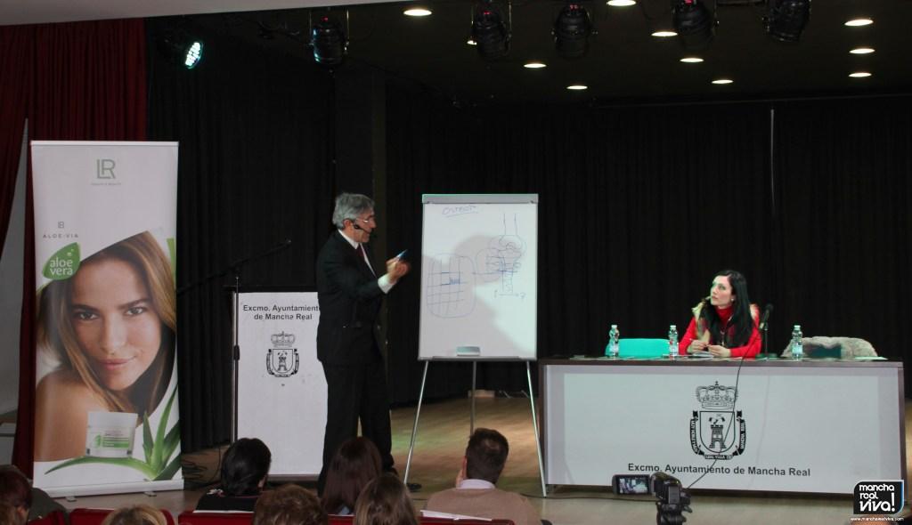 Photo of El Dr. Miguel Martín resalta con su charla en Mancha Real, los beneficios del AOVE en la dieta diaria