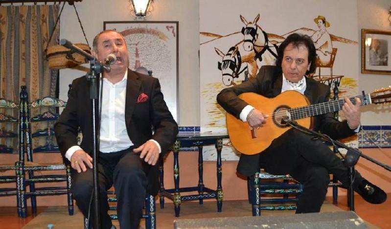Photo of Manuel Castulo y Antonio Carrión hacen disfrutar a los aficionados en la Peña «El Trillo»