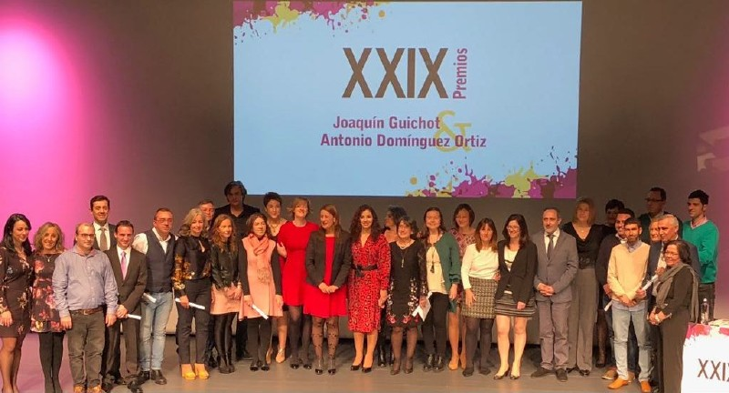 Photo of La maestra de Mancha Real Patricia Huertas recibe el primer premio «Joaquín Guichot»