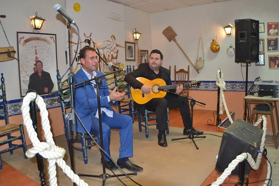 Photo of Noche flamenca en El Trillo con el buen cante del «Troya» acompañado por el «Juani»